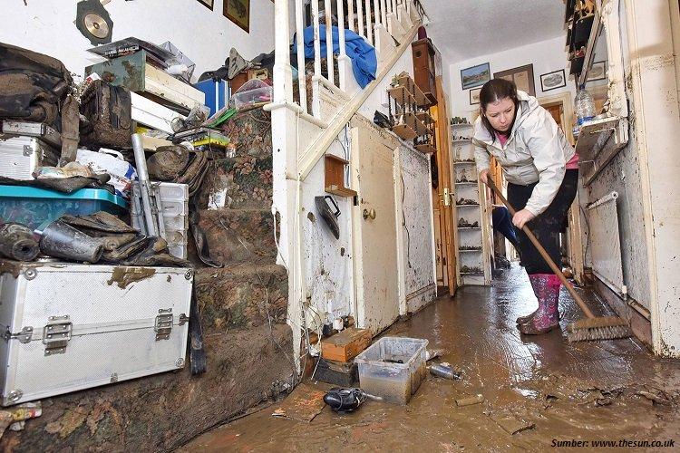 Tips Membersihkan Rumah Pasca Banjir Supaya Rumah Kembali Seperti Semula